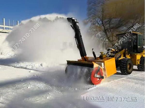 自带动力型抛雪机