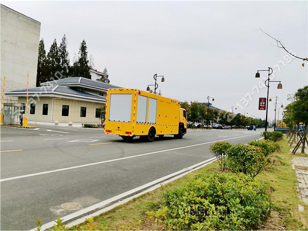 重汽豪沃大流量排水抢险车[4000m³/h]