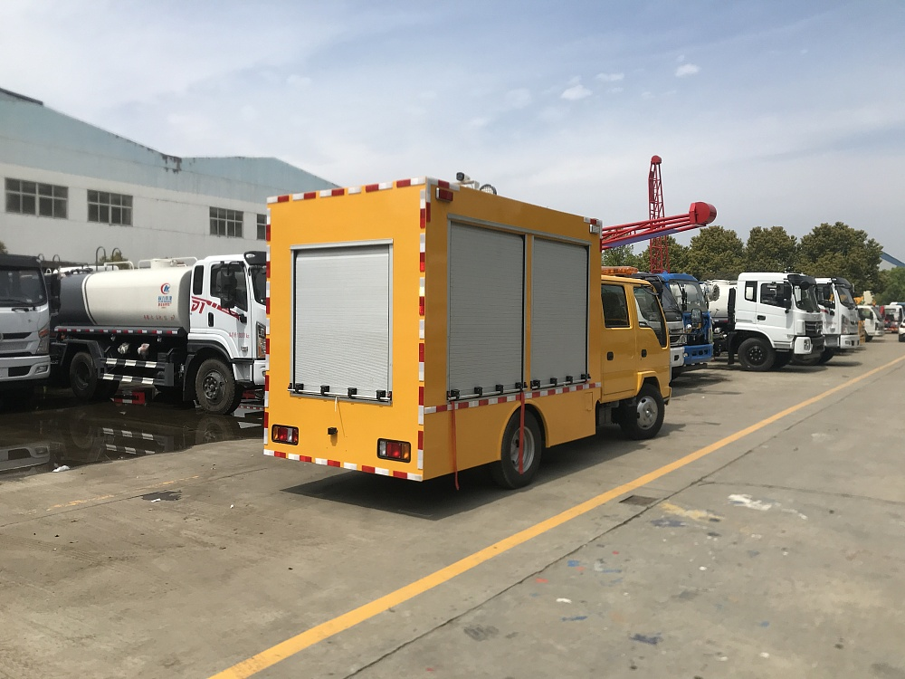 庆铃双排座工程救险车[1000-2000m³/h]
